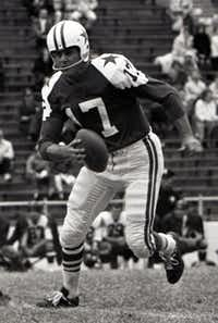 "ORG XMIT: 1097983 Dallas Cowboys quarterback Don Meredith scrambles against the Washington Redskins November 3, 1963. The former quarterback and original member of ABC's ""Monday Night Football"" died in Santa Fe, New Mexico, after suffering a brain hemorrhage and lapsing into a coma, Sunday, December 5, 2010. (File photo/Fort Worth Star-Telegram/MCT)"