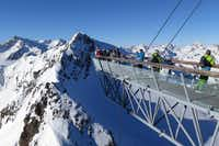 The epic slopes of Stubai create the sensation of skiing at the top of the world.(Michaela Urban)