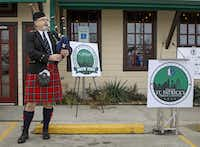 Rafe Aalderink kicked off the Greenville Avenue Area Business Association's news conference at Snuffer's about the Dallas St. Patrick's Day Parade and Festival.(Jim Tuttle - Staff Photographer)