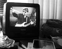 A VCR monitor with a videotape of a previous concert could be watched in Steve's private coach. (David Woo/The Dallas Morning News)