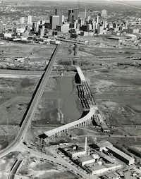 Jefferson Street Viaduct construction is shown on January 11, 1972. The Houston Street Viaduct is at left.