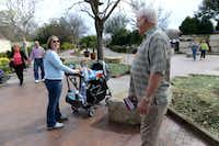 Al Vestal, who volunteers as a greeter at the Dallas Arboretum, says goodbye to Nicole Armstrong and her two children, Ava and Noah.