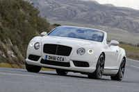 The 2014 Bentley Continental GTC V-8 doesn't look much different than the GTC of a few years back -- and it still stops traffic.