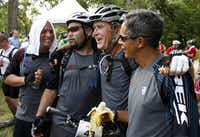 Former President George W. Bush took a quick break with some of the 14 wounded veterans who took part in his annual mountain bike ride Friday.
