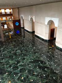 Chase Tower's huge lobby is one of the grandest in 1980s-era buildings, but it doesn't get a lot of use.