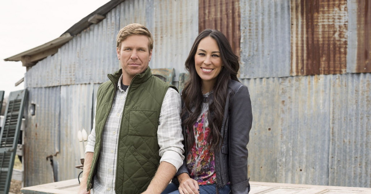 39 Fixer Upper 39 Stars Chip And Joanna Gaines Dive Into