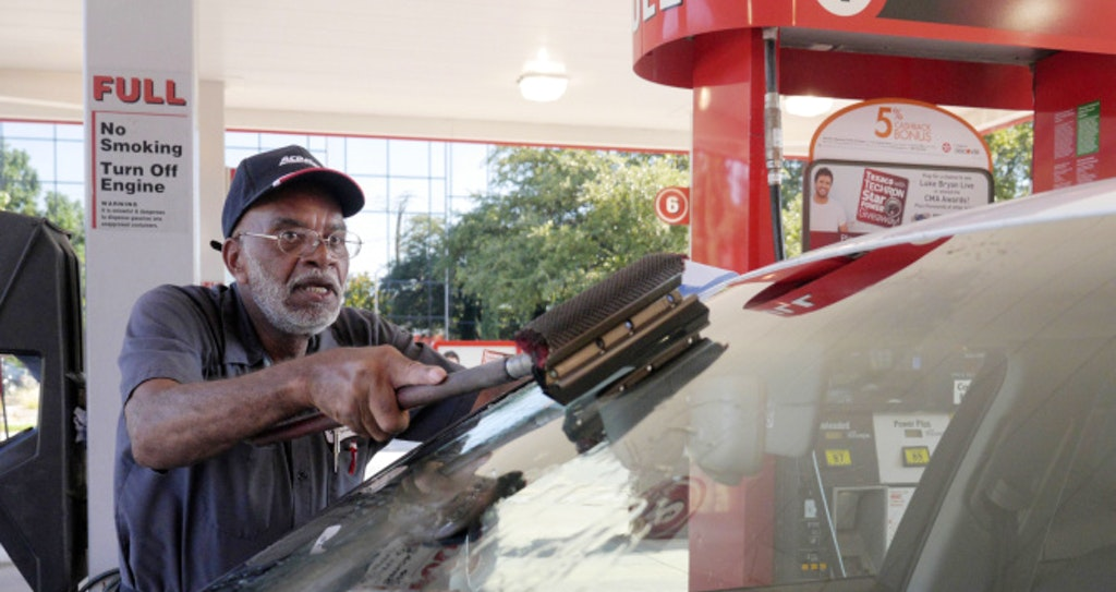 dallas gas station attendant has been filling tanks for 40 years life dallas news
