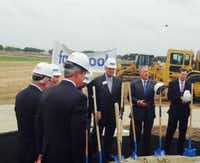 Ross Perot Jr., second from right, at Facebook groundbreaking in Fort Worth. (Steve Brown)