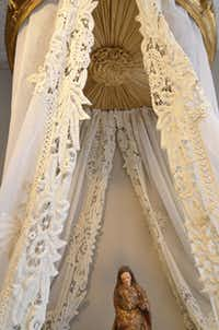 Pandora de Balthazar uses lace and other antique linens in non-traditional uses, such as to dress an antique bed crown.