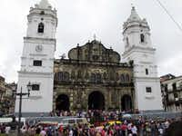 The Catedral Metropolitana is one of the largest in Central America, and took more than 100 years to complete.