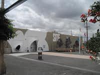 Site Santa Fe, entrance designed by Greg Lynn FORM( Scott Cantrell  -  Staff )